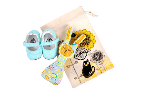 Sets / Girls - Mary Jane Fleur de Lis Shoes and Toy Rattle Bunny Pastel Circle - M0231