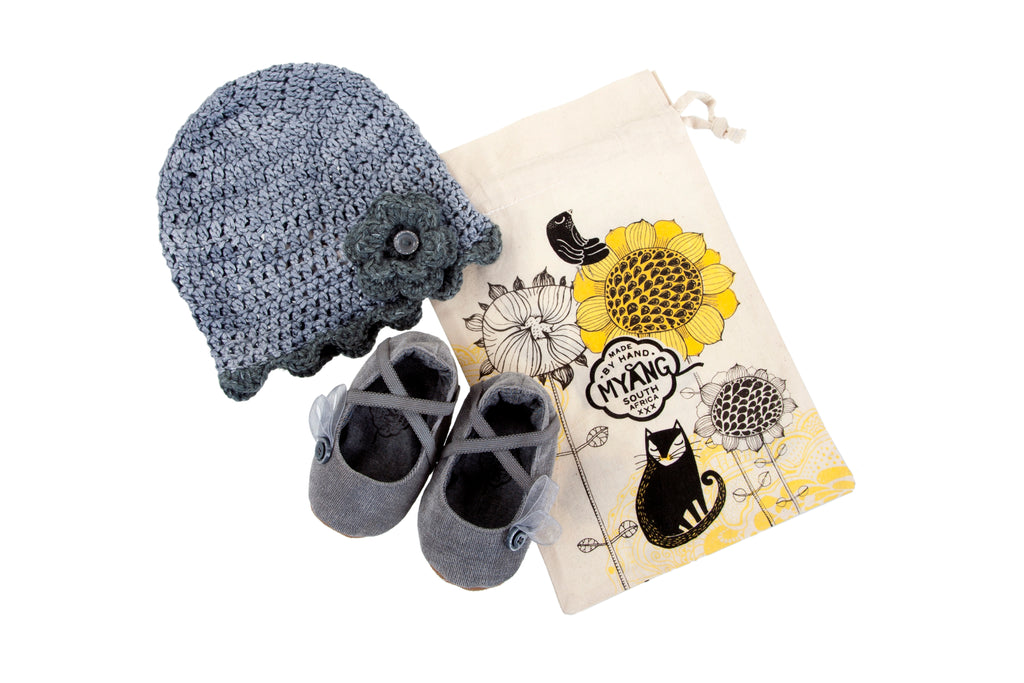 Sets / Girls - Ballet Pumps Grey Shoes and Beanie Grey with Flower - M0245