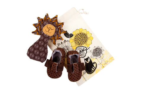 Sets / Boys - T-Bar Caramel Criss-Cross Shoe and Toy Rattle Lion Savannah - M0249