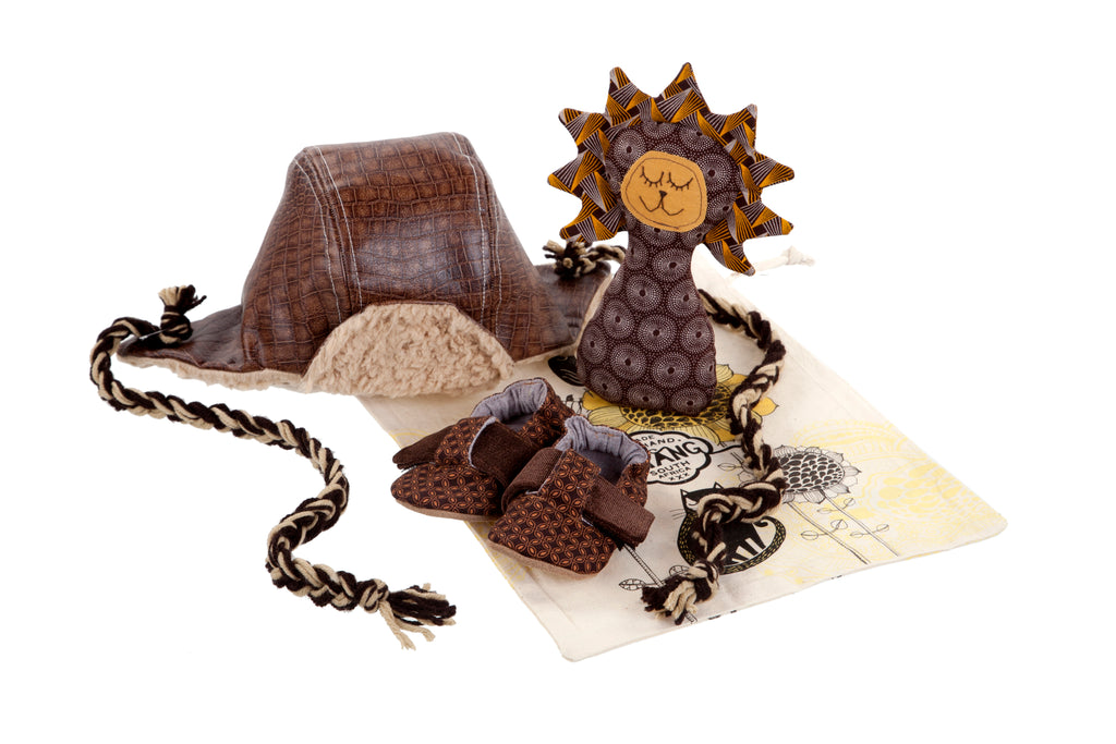 Sets / Boys - T-Bar Caramel Criss-Cross Shoe and Toy Rattle Lion Savannah and Hat Aviator Brown - M0250