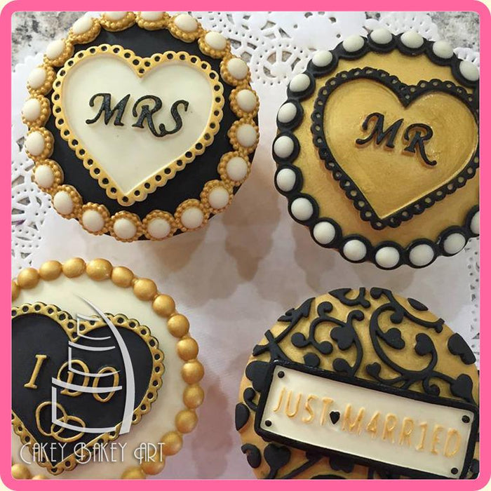 PACK OF 3 LARGE DIE CUT /'MR /& MRS/' PLAQUES