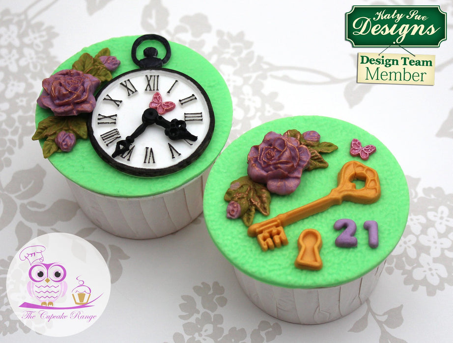 CD - An idea using the Decorative Keys & Locket Mould product