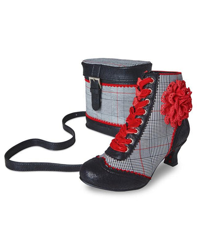 Thrilling Boots With a Matching Stylish Bag in Grey and Black Color with Checked Body Perfect For all Your Functions Like Weddings, Party, Cocktails, Receptions or any Other Occasions or Corporate Meetings