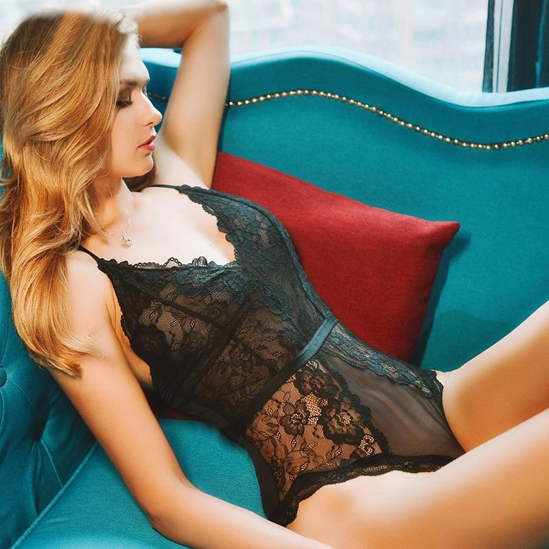ensemble lingerie séduction sur canaper