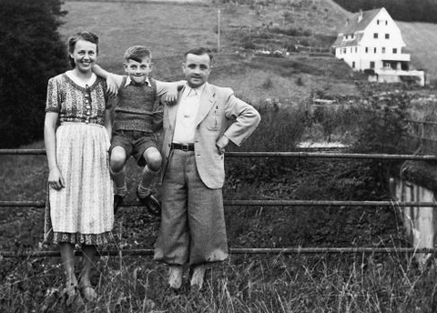 Eric Carle with his parents Johanna and Erich in the Black Forest, 1939