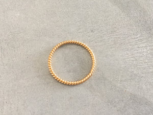 LUCA Twist Ring