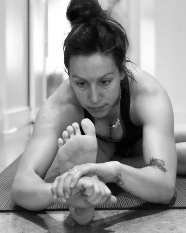 Melissa Signh Yoga is Vegan Janu Sirsasana