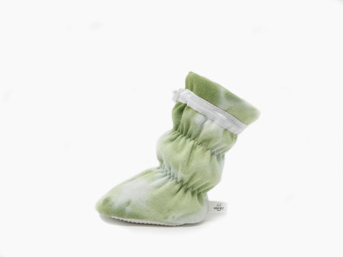 "Vivi G'z signature classic ""Elliott"" green/white hand tie dyed baby booties are made of cotton lycra rib knit fabric and have a non slip grip sole. The 1x1 rib knit features a soft hand and stretch for comfort – a staple in every baby's wardrobe."