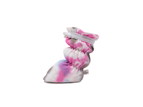 "Vivi G'z signature classic ""Elle"" pink/olive/white tie dyed basic baby booties are made of 100% cotton french terry fabric and have a non slip grip sole. The 1x1 rib knit features a soft hand and stretch for comfort – a staple in every baby's wardrobe."