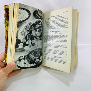 Woman's World Cookbook by Melanie De Proft of Culinary Arts Institute 1961-Reading Vintage