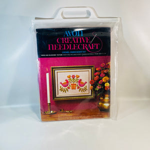 Avon Creative Needlecraft Crewel Embroidery Kit Blooms and Blossoms Picture 1973