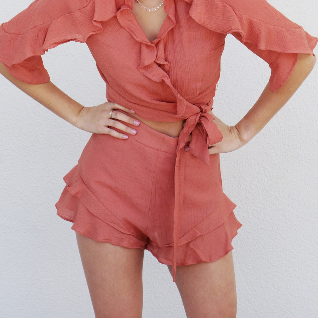 Perla Shorts in Coral