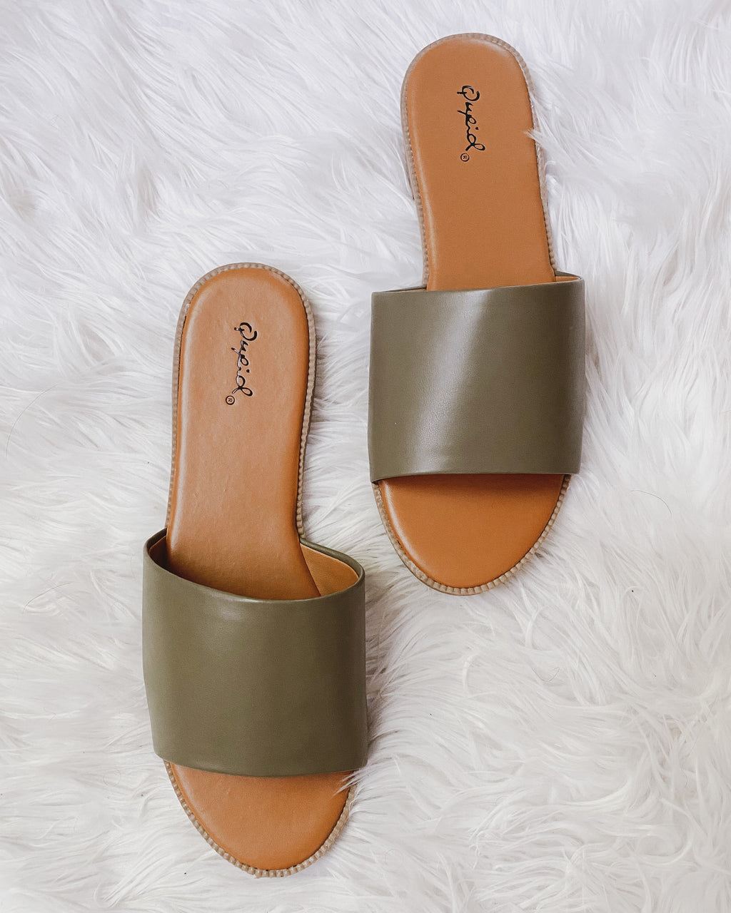 Escapade Slides in Olive