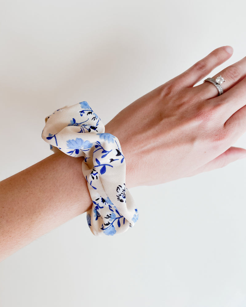 Promise Scrunchie | GIVE BACK