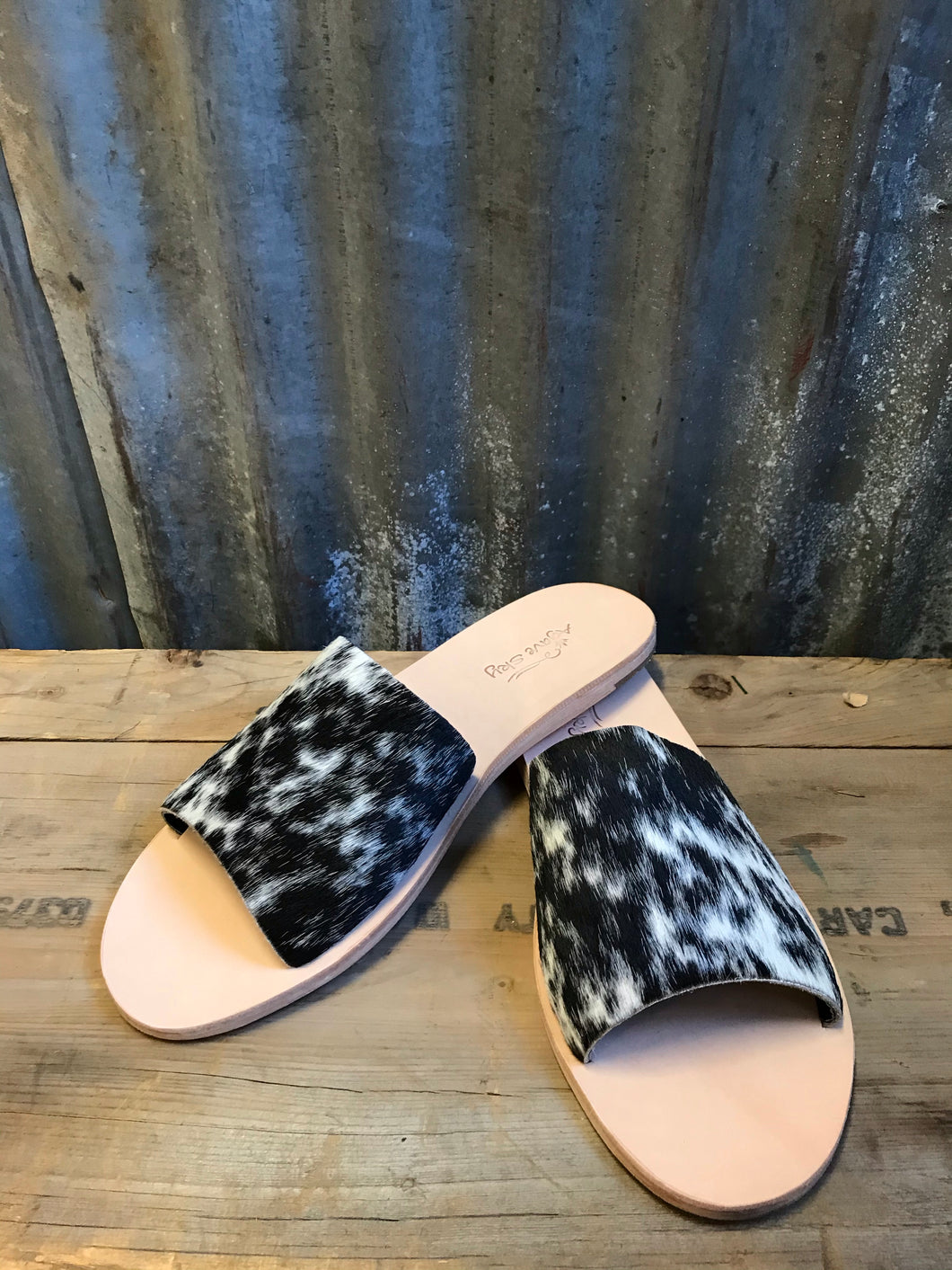 Salt & Pepper Cowhide Slides - Size 11