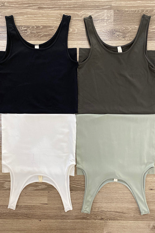 Seamless wide strap tank