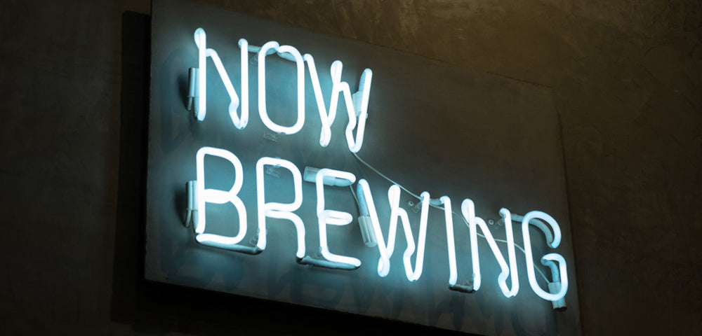 now brewing neon sign on black background