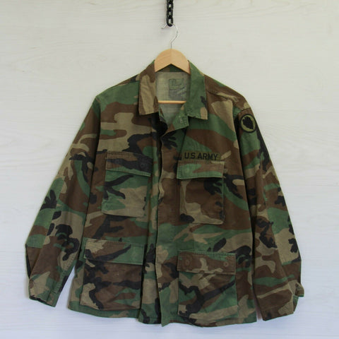 Vintage U.S. Army Woodland Camo Military Button Up Shirt Size Medium Short