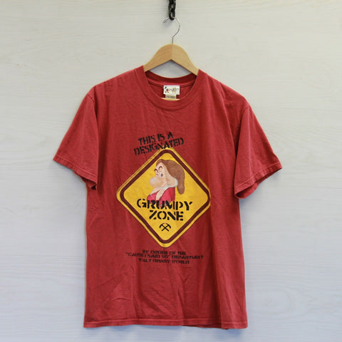 Vintage Grumpy Zone Disney T-Shirt Size Medium Red Seven Dwarfs Snow White Walt