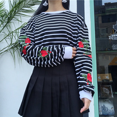 ROSE EMBROIDERED SWEATER IN BLACK STRIPES