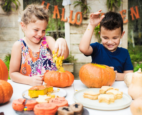 kids-making-pumpkin-pie