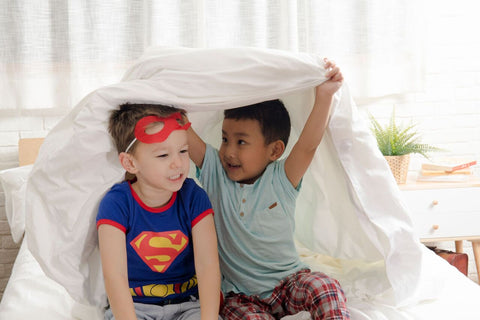 kids-playing-in-bed-with-bedsheet