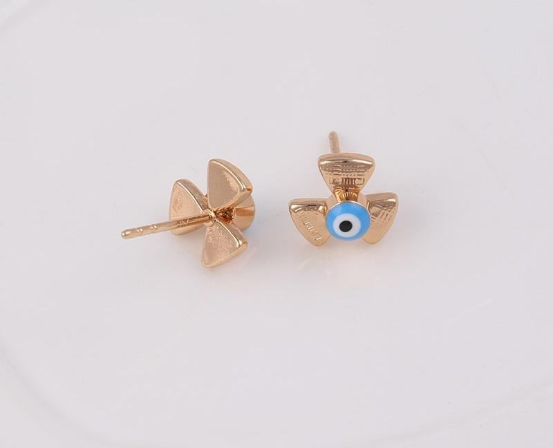 18K Gold 3 Leaf Stud Earring