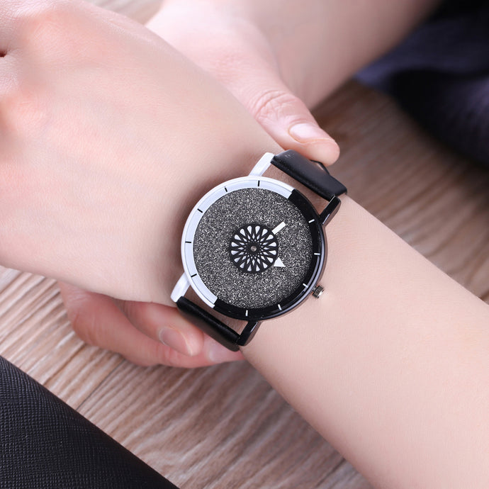 Rounding Dial Black & White Watch