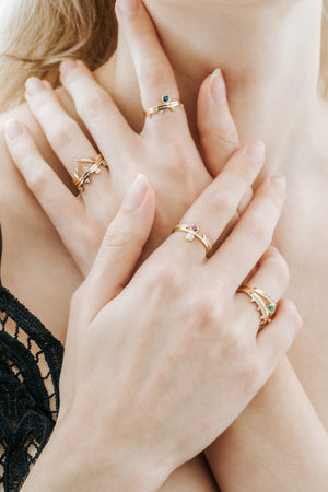Forme Quatre Triangle Ring