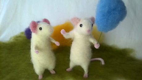 Workshop | Creative Craft Show : Manchester - Autumn 2018 | NEEDLE FELT A POSE-ABLE MOUSE WITH SOPHIE BUCKLEY FROM THE MAKERSS