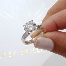 Load image into Gallery viewer, The Kaia Engagement Ring - 2 CARAT ROUND BRILLIANT E VS2 SOLITAIRE RING - 14K WHITE GOLD #J99183