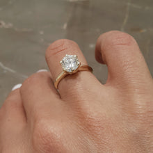Load image into Gallery viewer, The Samantha Engagement Ring - 1.25 CARAT ROUND BRILLIANT E VS2 Classic SOLITAIRE RING - 18K YELLOW GOLD #J99167