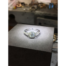 Load image into Gallery viewer, 14K WHITE GOLD HALO DIAMOND ENGAGEMENT RING - 1.5 CARAT F VS2 ROUND #J99918