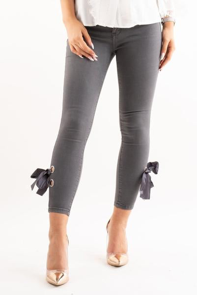 Bella grey denim ribbon bow tie skinny jeans, Prettyrebel.com