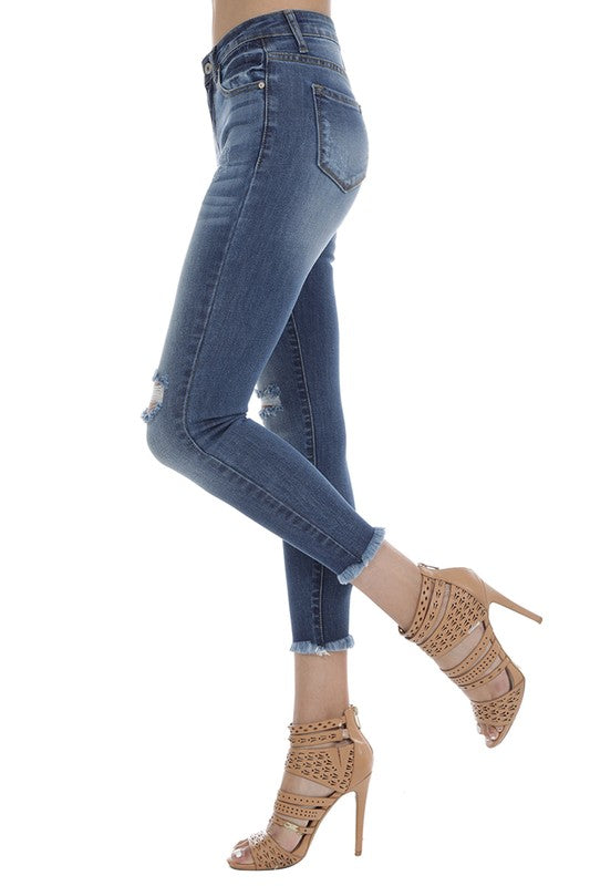 DESTROYED KNEE DENIM {CURVY}