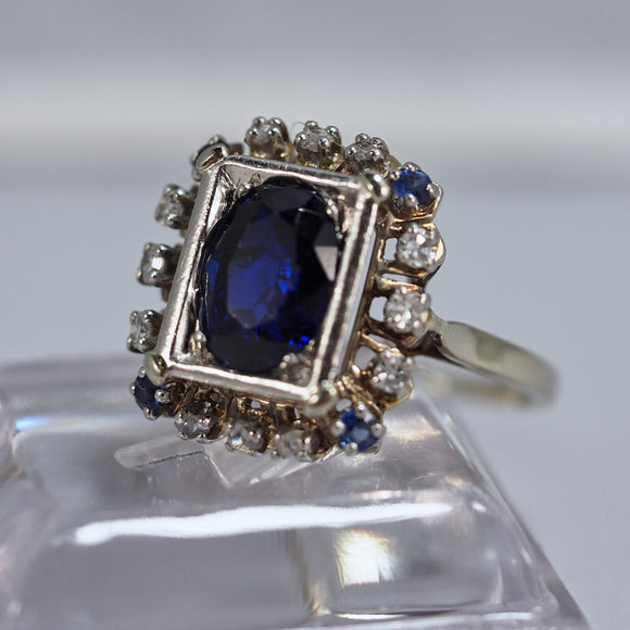18K solid gold and platinum Art Déco ring Stamped genuine Art Déco ring with natural sapphire and diamonds Fine jewelry