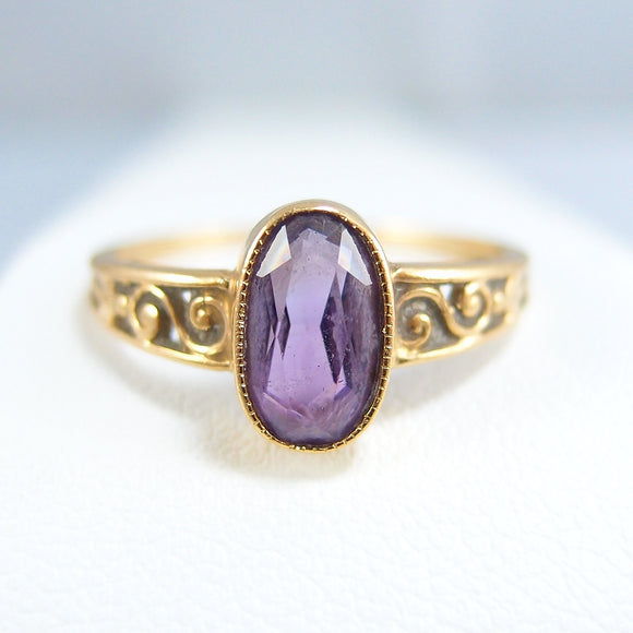 Charming 18K solid gold ring with a natural fine amethyst Edwardian era fine gold jewelry