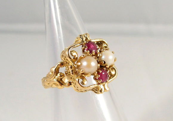 Rubies and pearl ring in 18K solid gold on an unusual 1900s Art Nouveau design Stamped gold jewelry Edwardian era ring