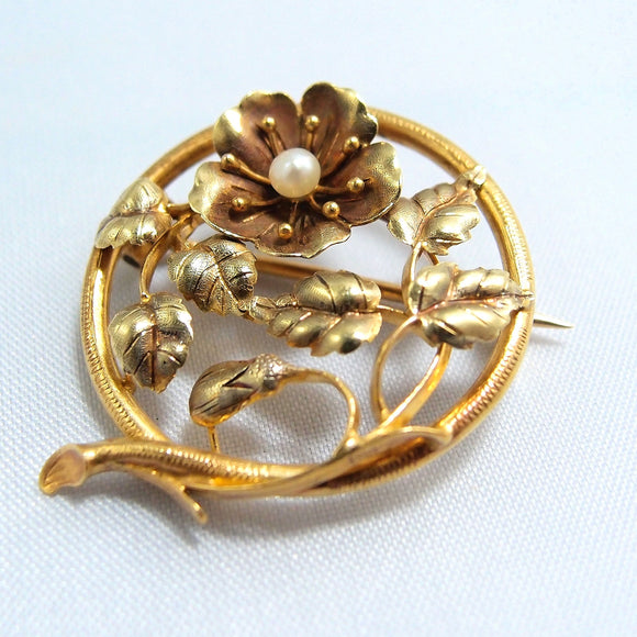 18K solid gold pin Victorian era stamped brooch with a high luster cultured pearl Excellent craftsmanship French fine gold jewelry