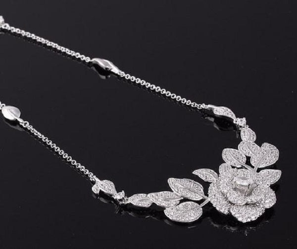 ROSE MAJESTUEUSE NECKLACE