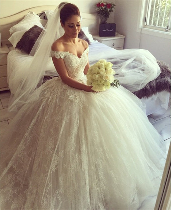 Lace-V-neck-Wedding-Dresses