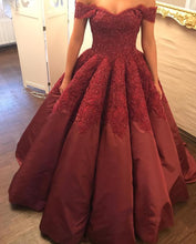 Afbeelding in Gallery-weergave laden, Burgundy Taffeta Wedding Ball Gown Dresses Lace Off The Shoulder
