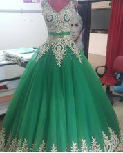 Load image into Gallery viewer, Elegant Gold Lace Appliques V Neck Green Ball Gowns Quinceanera Dresses 2017