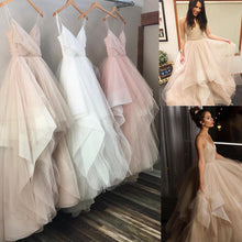 Afbeelding in Gallery-weergave laden, V Neck Organza Ruffles Princess Wedding Gowns 2017 Sexy