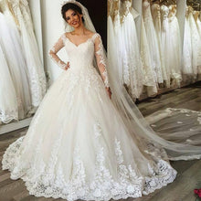 Afbeelding in Gallery-weergave laden, Vintage Lace Long Sleeves V Neck Wedding Dresses Ball Gowns 2017