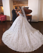 Afbeelding in Gallery-weergave laden, Royal Train Lace Wedding Dresses Ball Gowns Off-the-shoulder