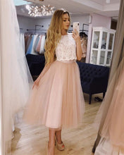 Afbeelding in Gallery-weergave laden, Chic Lace Crop Tea Length Prom Dresses Two Piece