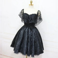 Cargar imagen en el visor de la galería, A-Line Off The Shoulder Short Black Lace Homecoming Dress
