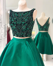 Afbeelding in Gallery-weergave laden, Green-Satin-Semi-Formal-Dress-Crystal-Beaded-Graduation-Dress-For-8th-Grade-Prom