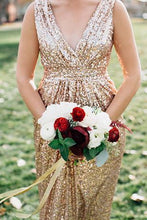 Afbeelding in Gallery-weergave laden, gold sequins v neck sheath bridesmaid dresses